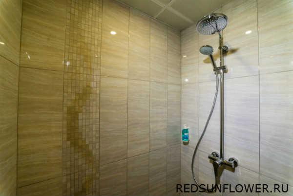 Тропический душ в номере «Комфортуличшенный»
