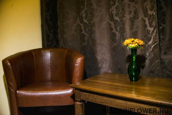 Кресла в зоне отдыха номера «Комфортуличшенный»