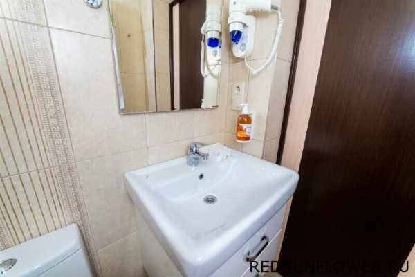 Умывальник, фен и сушилка ванной комнаты
