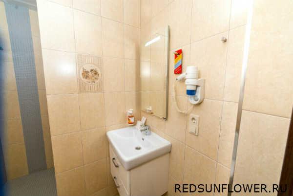Интерьер ванной комнаты в гостиничном номере «Стандартдвухместный»
