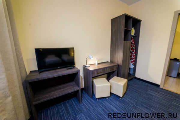 Спальня и прихожая гостиничного номера «Стандартдвухместный»