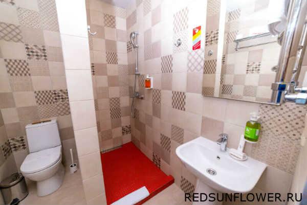 Интерьер ванной комнаты в гостиничном номере «Стандартодноместный»