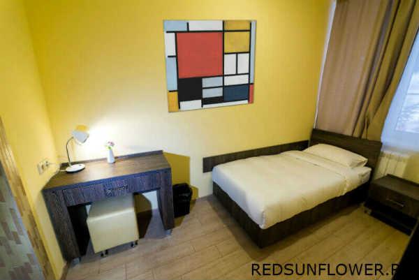 Односпальная кровать с рабочим местом номера «Семейный»